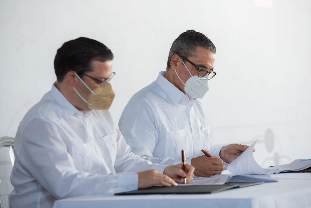 HIT dona a la DGA equipo de rayos X para inspección de contenedores